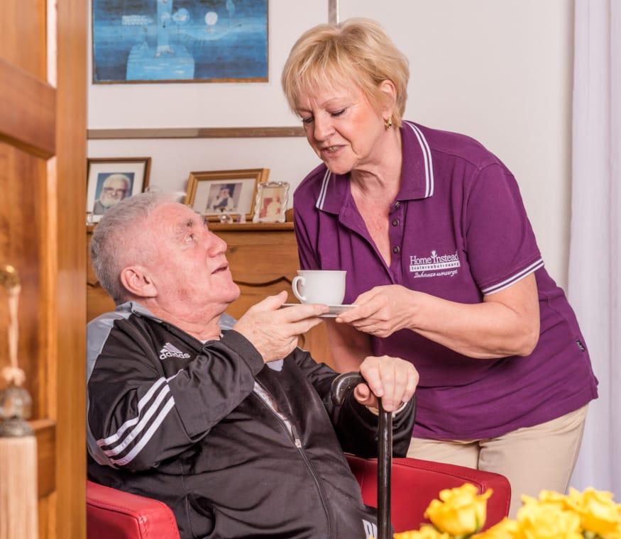 Zuhause oder Altersheim - Alternativen für Senioren und